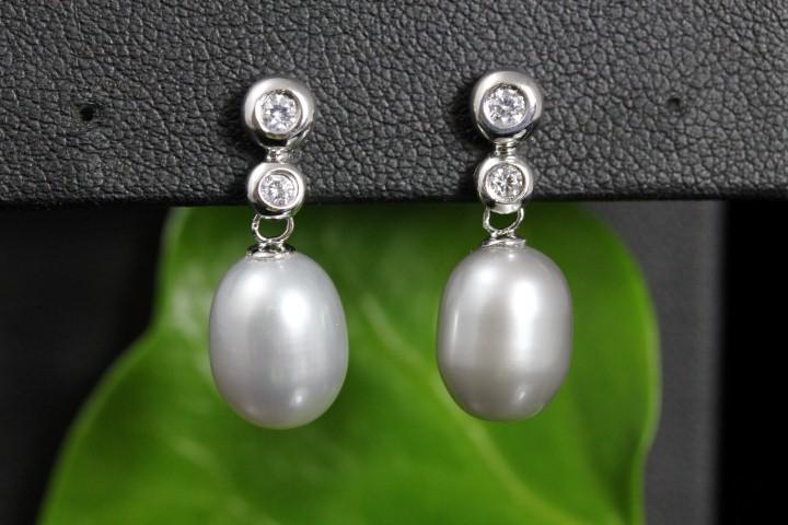 zilveren oorbellen met echte parels, grijze tint