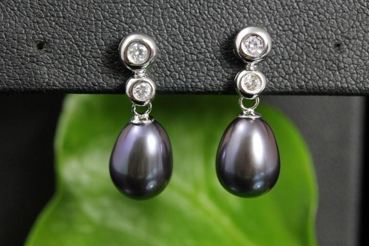 zilveren oorbellen met echte parels, donkere tint