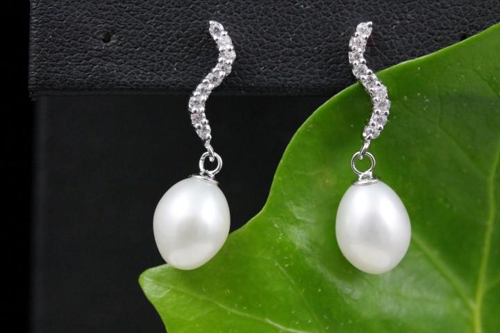 zilveren oorbellen, gekruld staafje met zirconia en parels