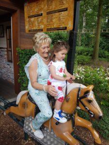 Julieke en mammie, grootmoederdag