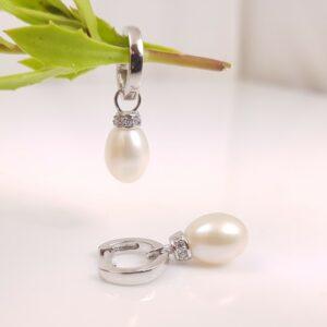 afhangende zilveren creolen oorbellen met echte parels, zoetwaterparels.