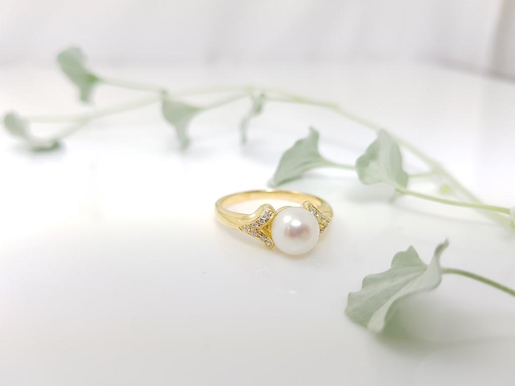 geelgouden parelring met diamant