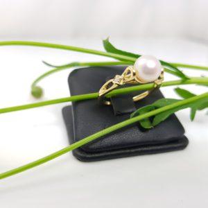 fijner model geelgouden ring met echte parel en diamanten