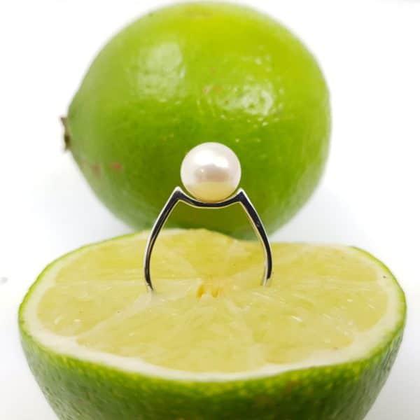eenvoudig witgouden ring met ronde parel