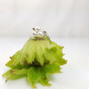witgouden ring met 3 parels