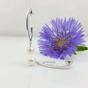 zilveren , langere oorbellen met parels
