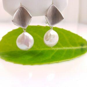 zilveren oorbellen met echte parels plat van vorm