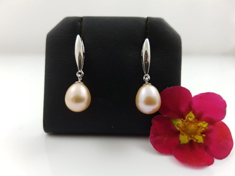 zilveren oorbel met roze parel