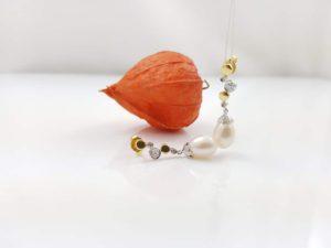 gouden oorbellen met echte parels, hangend model.