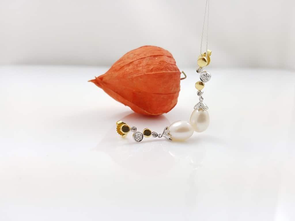 gouden oorbellen met parels, hangend model.
