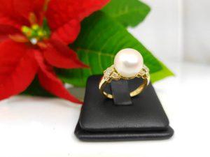 ring van 18k goud met echte parel en diamanten