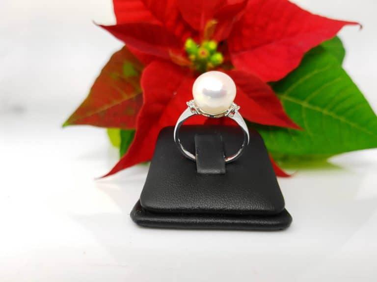witgouden ring met echte parel en 2 diamanten