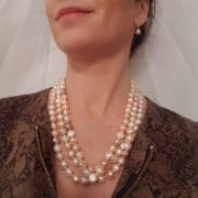 halsketting van echte parels, extra lang, en hier driedubbel gedragen