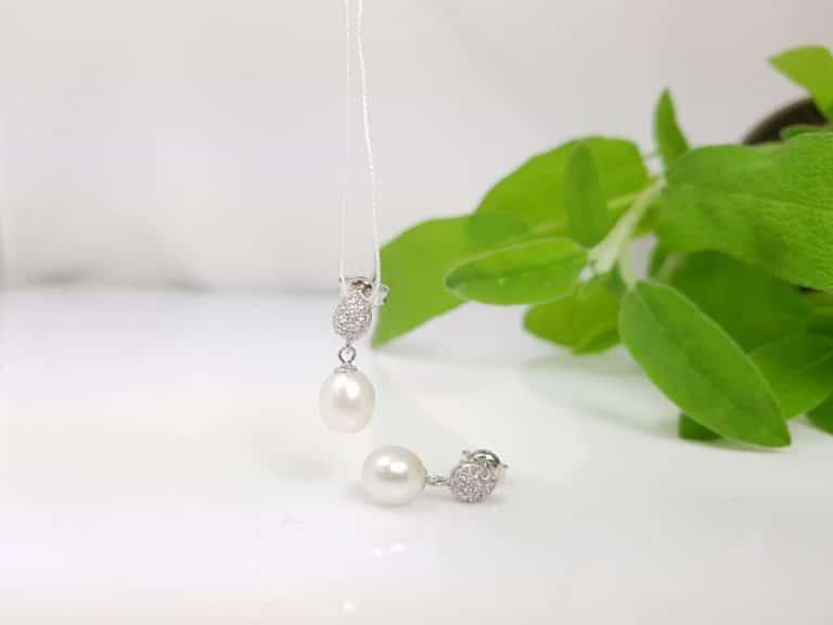 oorbellen van zilver met echte parels, afhangend model
