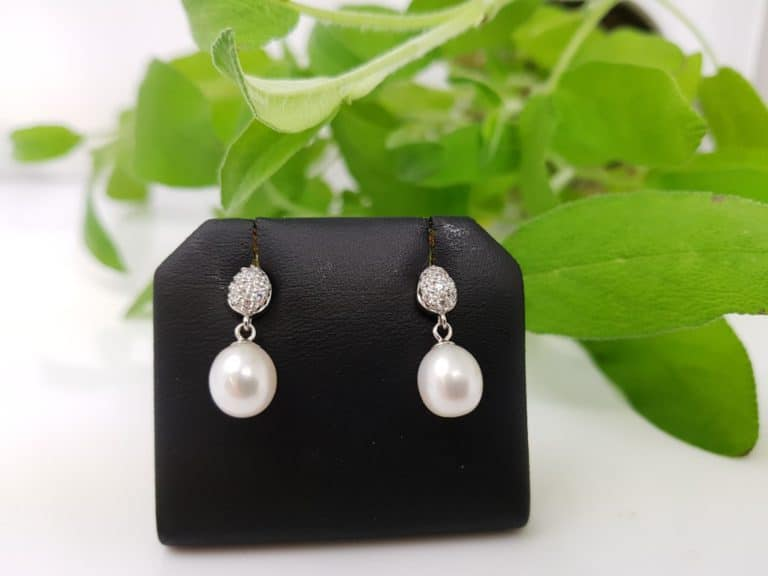 oorbellen van zilver met echte parels