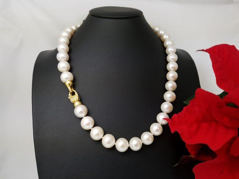 halsketting van ronde parels met 18k gouden slot
