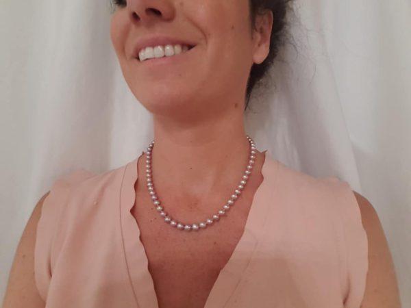 Halsketting van ronde natuurlijk roze parels