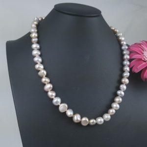 barokke halsketting met natuurlijk roze parels.