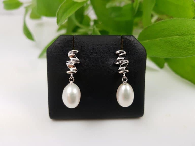 zilveren hangende pareloorbellen