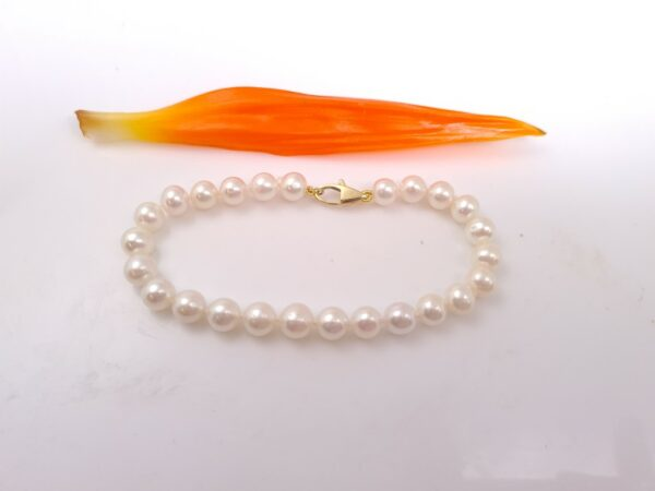 armband van echte parels met geelgouden slot