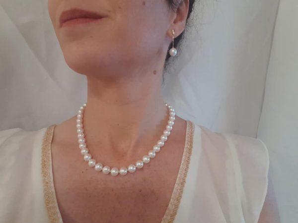 halsketting en oorbellen van echte parels met geelgoud