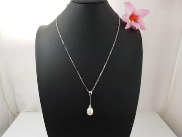 halsketting en hanger in zilver met echte parel
