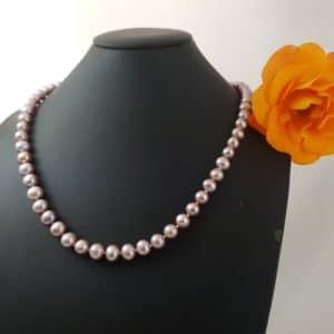 Halsketting van natuurlijk roze parels