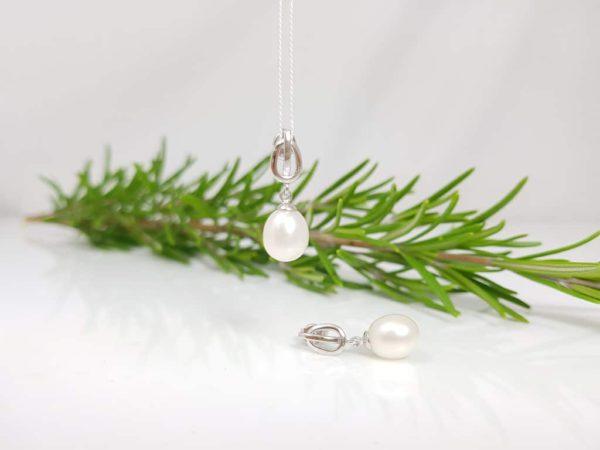 witgouden angende oorbellen met echte parels