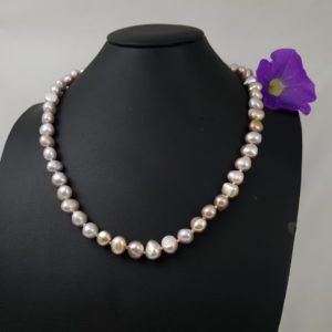 Halsketting van roze barokke parels