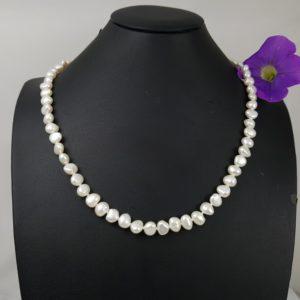 Halsketting van witte barokke parels