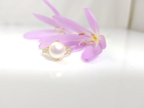 ring in geelgoud met echte parel en diamanten