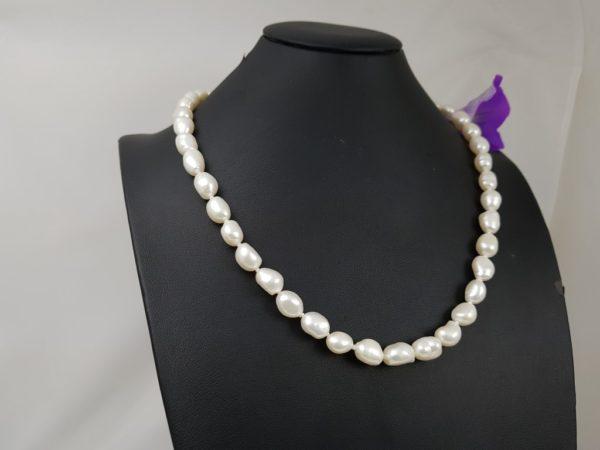 Halsketting van langwerpige barokke parels
