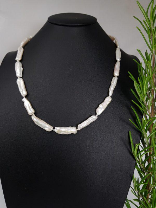 halsketting van langwerpige echte parels