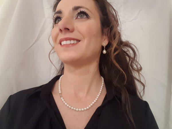 halsketting van ronde parels met witgouden slot