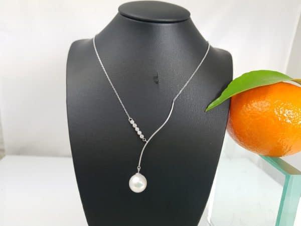 Witgouden ketting met echte parel en diamanten