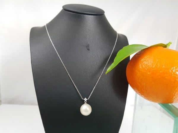 witgouden ketting met 1 parel en diamanten