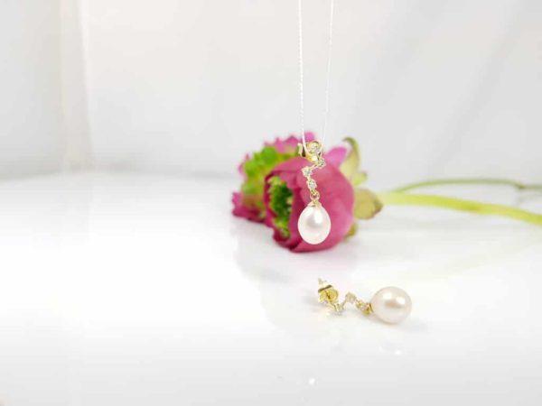 geelgouden diamanten pareloorbellen