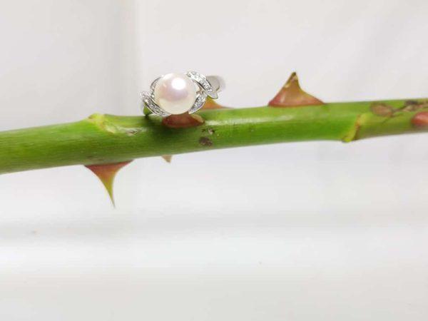 witgouden ring met parel en diamanten