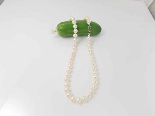 halsketting van echte parels met witgouden slot