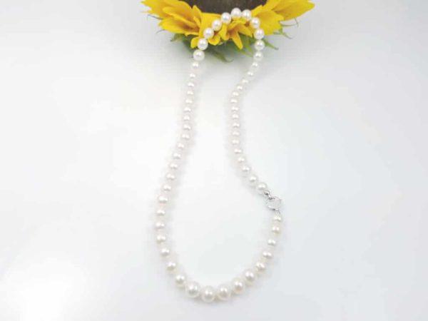 Halsketting echte parels met witgouden slot.