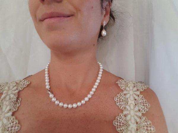 Halsketting ronde parels met groter witgouden slot