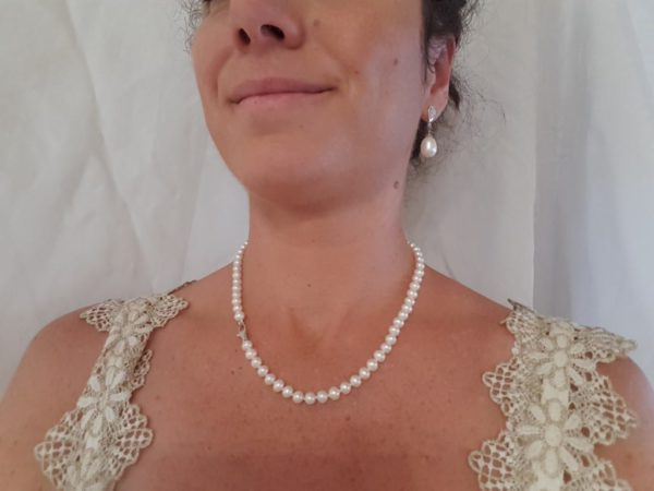 Halsketting ronde parels met witgouden slot
