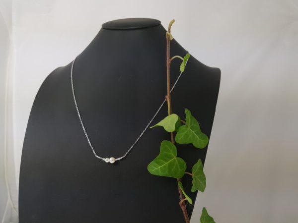 Zilveren halsketting met 2 fijne parels