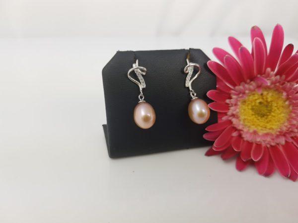pareloorbellen van zilver en natuurlijk roze parels