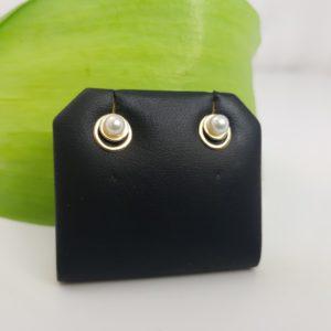 oorbellen van echte parels en 18k goud
