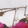 witgouden hangende pareloorbellen
