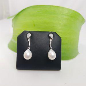 massief zilveren oorbellen met echte parels, hangend model.