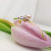 18k witgouden roze parelring met diamanten.
