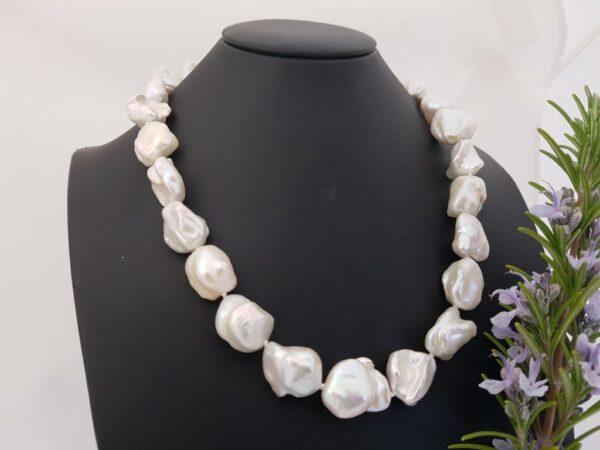 Halsketting van grote barokke parels