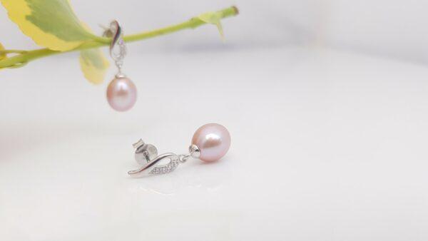 Roze pareloorbellen hangend